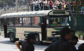 Guatemalan police investigate attempted robbery of bus in 2010