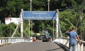 One of the few checkpoints on the Guatemala-El Salvador border