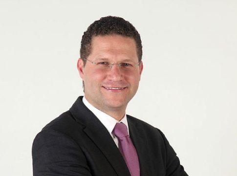 Mauricio Rodas while campaigning