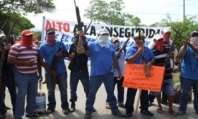 Guerrero vigilantes block highway demanding security