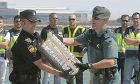 Spanish police unload the seized cocaine