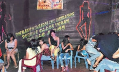 Women working as prostitutes in Madre de Dios
