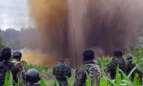 Soldiers blow up a narco-airstrip in Peru's VRAEM
