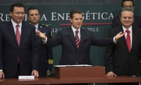 Mexico's President Enrique Peña Nieto celebrates energy reform