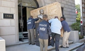 Security forces with stolen Peruvian antiquities