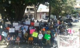 Michoacan vigilantes protest disarmament plans