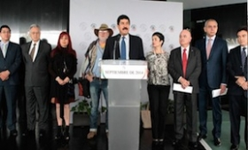 Senator Javier Corral and supporters presenting the amnesty proposal
