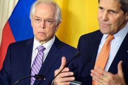 Colombia peace talks envoy Bernard Aronson (left) and US State Secretary John Kerry