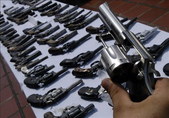 Corrupt soldiers allegedly stole over 400 guns in Colombia