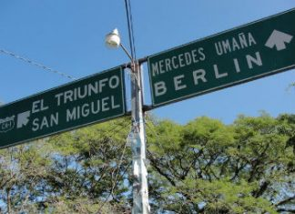 Road sign pointing to Berlin, El Salvador