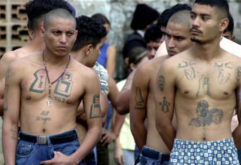 Imprisoned members of the Barrio 18 gang