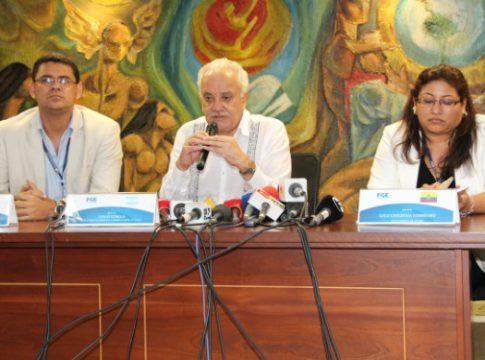 Galo Chiriboga Zambrano, Ecuador's Attorney General (middle)