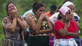 Salvador Meléndez has collected photos of El Salvador gang violence since 2010
