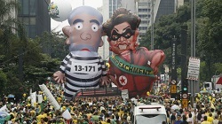 Former President Lula da Silva and current President Rousseff depicted at a protest