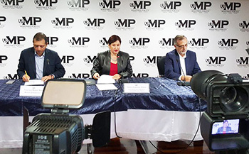 Guatemala Officials announce the Cooperacha case. c/o elPeriodico