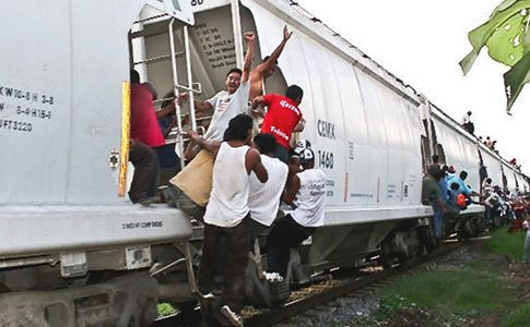 Migrants on 'The Beast' c/o Manu Ureste/Animal Politico
