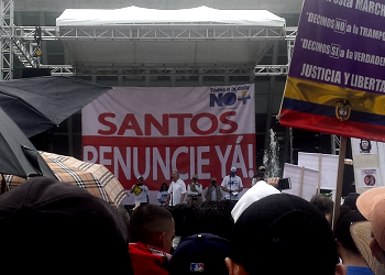 Ex-President Álvaro Uribe speaking at an anti-corruption march on April 1