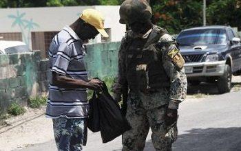 Soldado desplegado en una zona de operaciones especiales