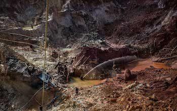 En la mina Cuatro Muertos de Venezuela, la busqueda de oro es caótica (Cretido: OCCRP, nombre del fotografo oculto por razones de seguridad)