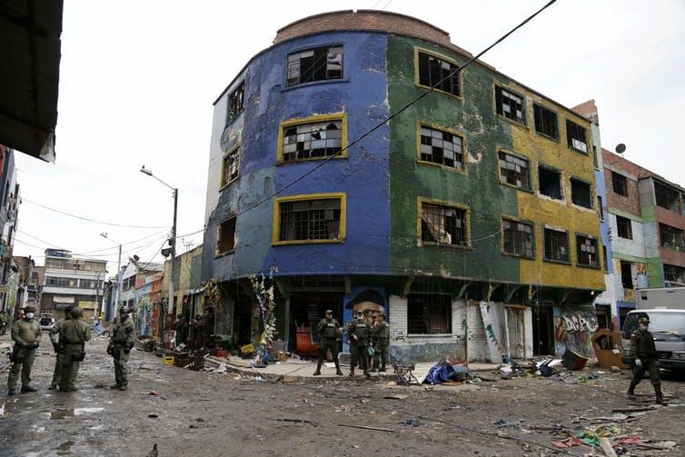 Olla de Bogotá hecha ruinas luego de una incursión de la policía