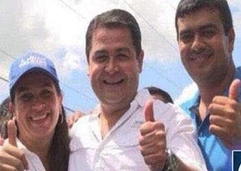 Diana Urbina Soto, Juan Orlando Hernández y Arnaldo Urbina Soto en un evento electoral.