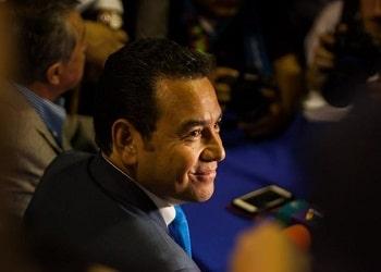 Representantes del gobierno estadounidense amenazan con sanciones mientras se mantiene inmunidad de presidente guatemalteco Jimmy Morales