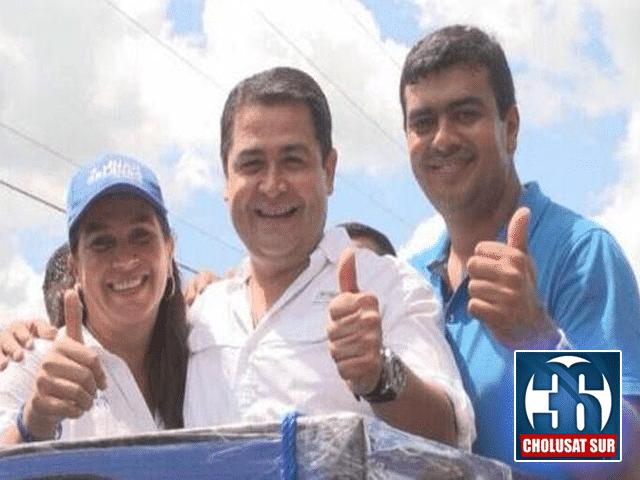 Diana Urbina Soto, Juan Orlando Hernández y Arnaldo Urbina Soto en un evento político durante la campaña. Fotografía: Cholusatsur