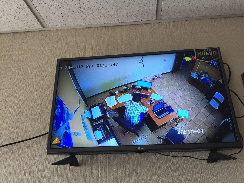 Una cámara ubicada sobre el tesorero municipal envía su señal al municipio (Crédito: Steven Dudley)