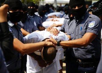 Casi la mitad de los salvadoreños creen que las pandillas ejercen el control en el país