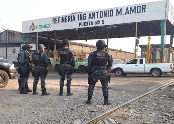 La Policía federal en la refinería de Salamanca, Guanajuato