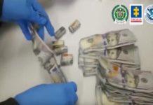 Las autoridades en Colombia procesan el dinero sucio descubierto en el operativo.