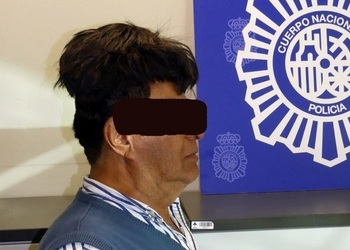 Un hombre fue detenido con medio kilo de cocaína escondida bajo un peluquín en Barcelona ©CNN