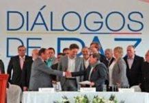 Delegaciones del ELN y del Gobierno colombiano reunidas en La Habana, Cuba, antes de la suspensión de las conversaciones en enero de 2019